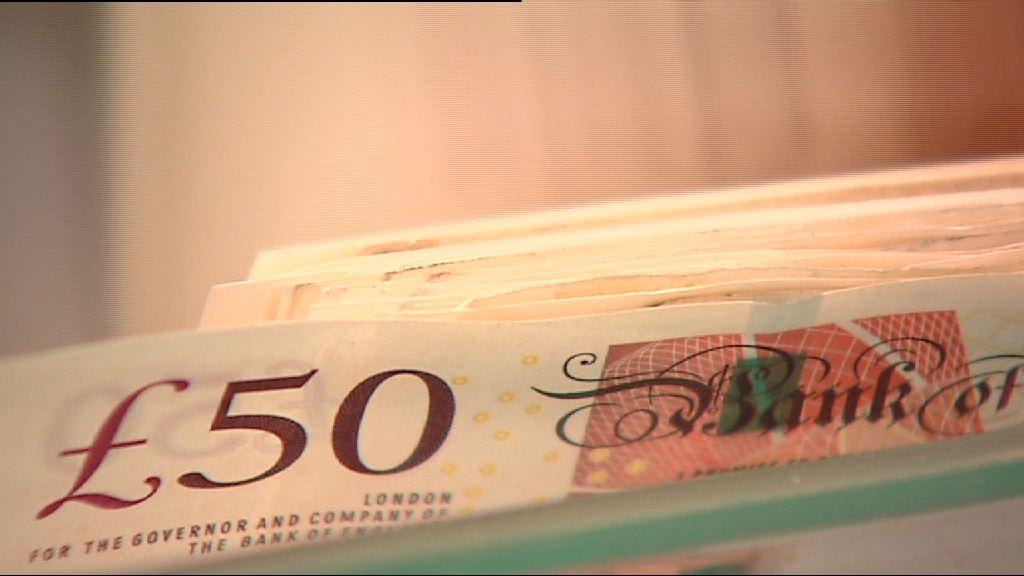 英倫銀行官員鴿派言論 英鎊由升轉跌