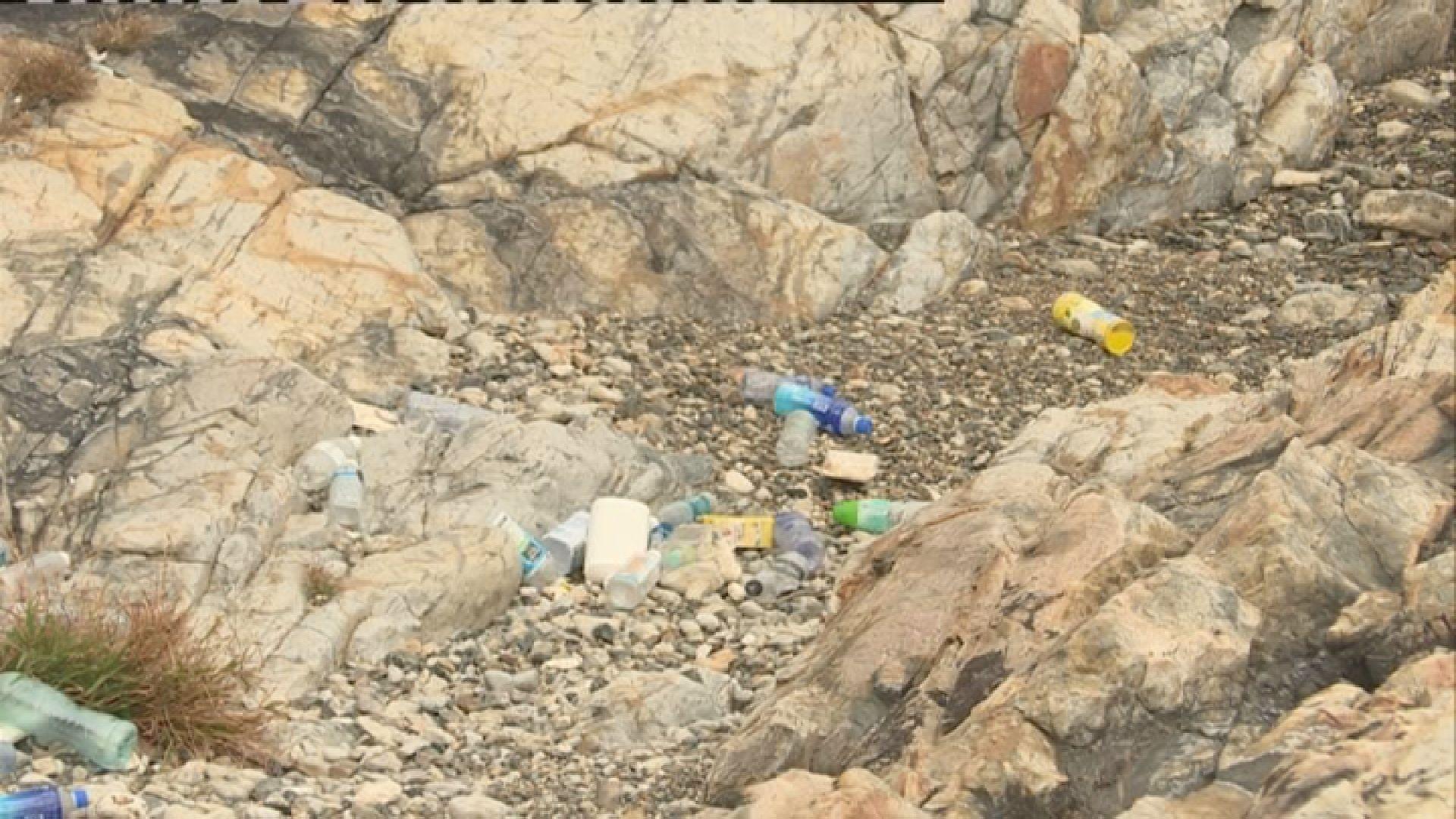 調查:本港沙灘廢棄膠樽四成屬內地品牌
