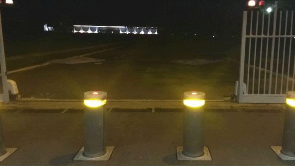 巴西總統府閘門被車撞毀一人被捕