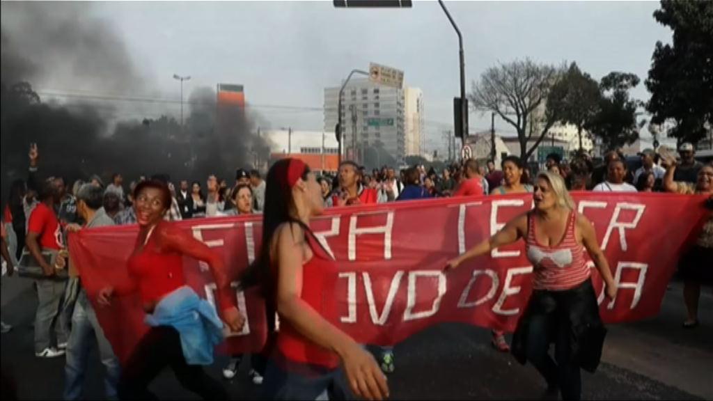 巴西民眾示威反對彈劾羅塞夫