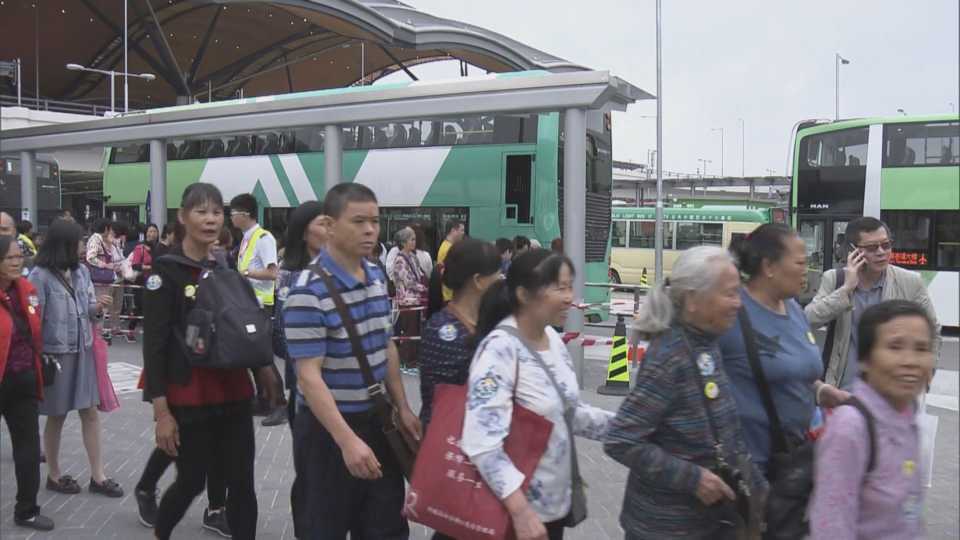 政府放寬旅遊巴申請到香港口岸上客