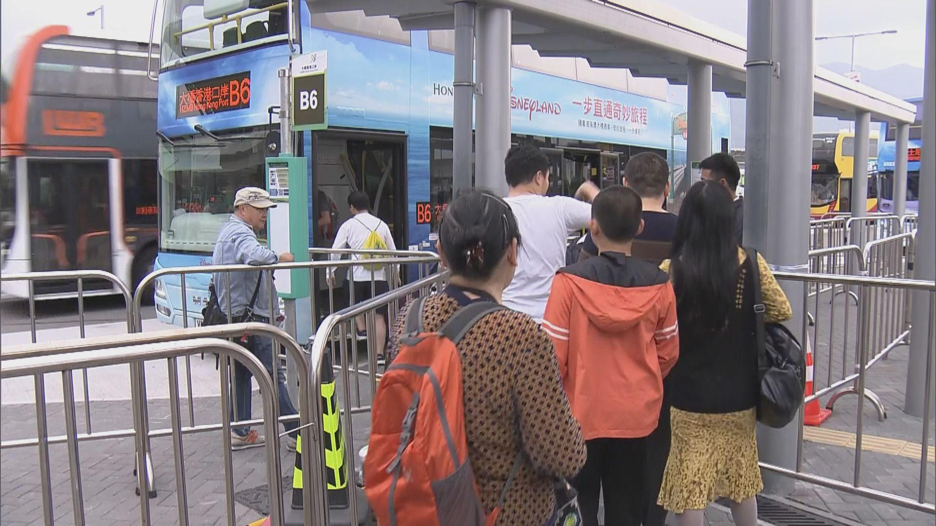 有旅客不滿跟團到大橋口岸要乘巴士