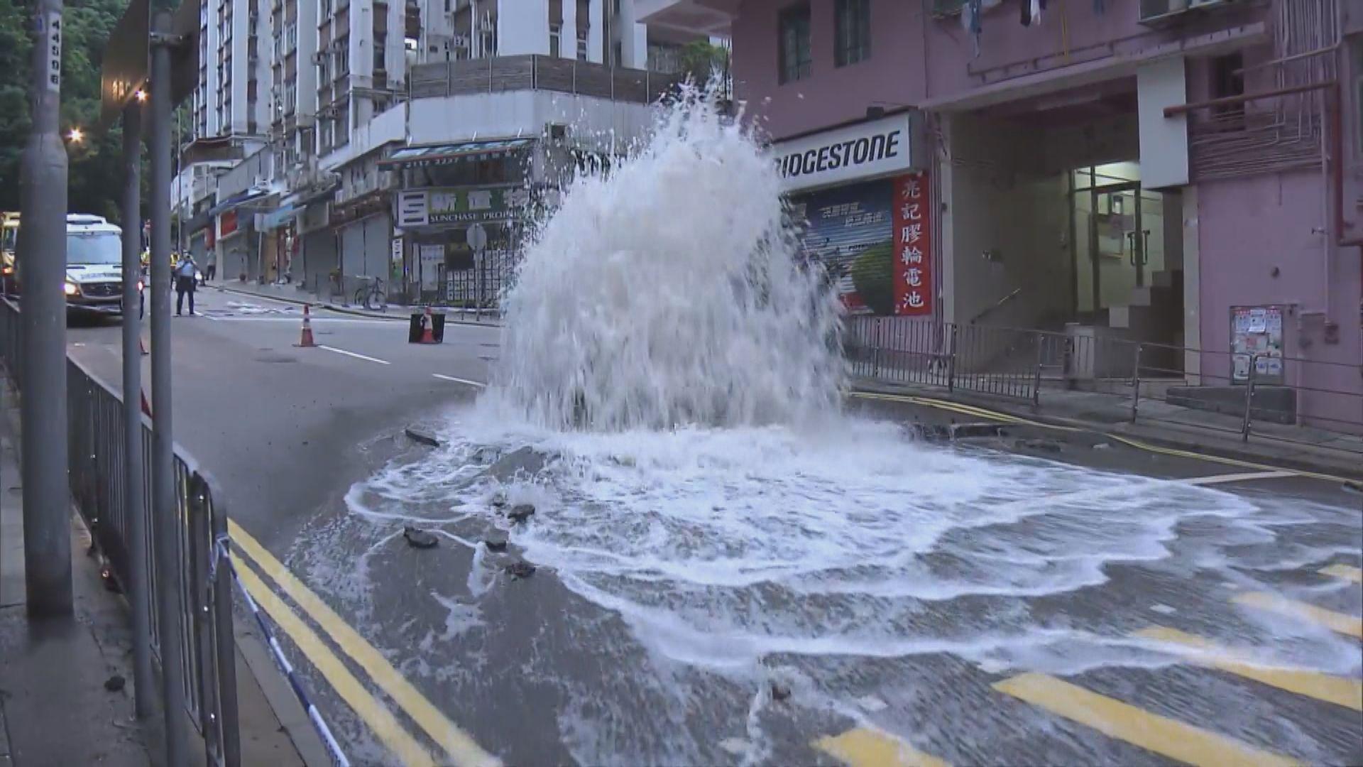 筲箕灣有地下鹹水管爆裂交通一度受阻