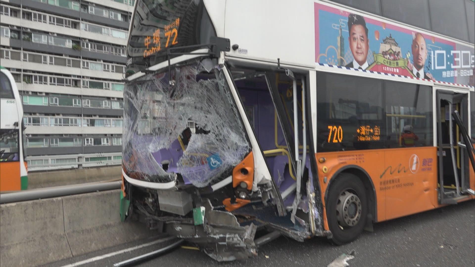 東區走廊新巴涉三車相撞意外十二人受傷