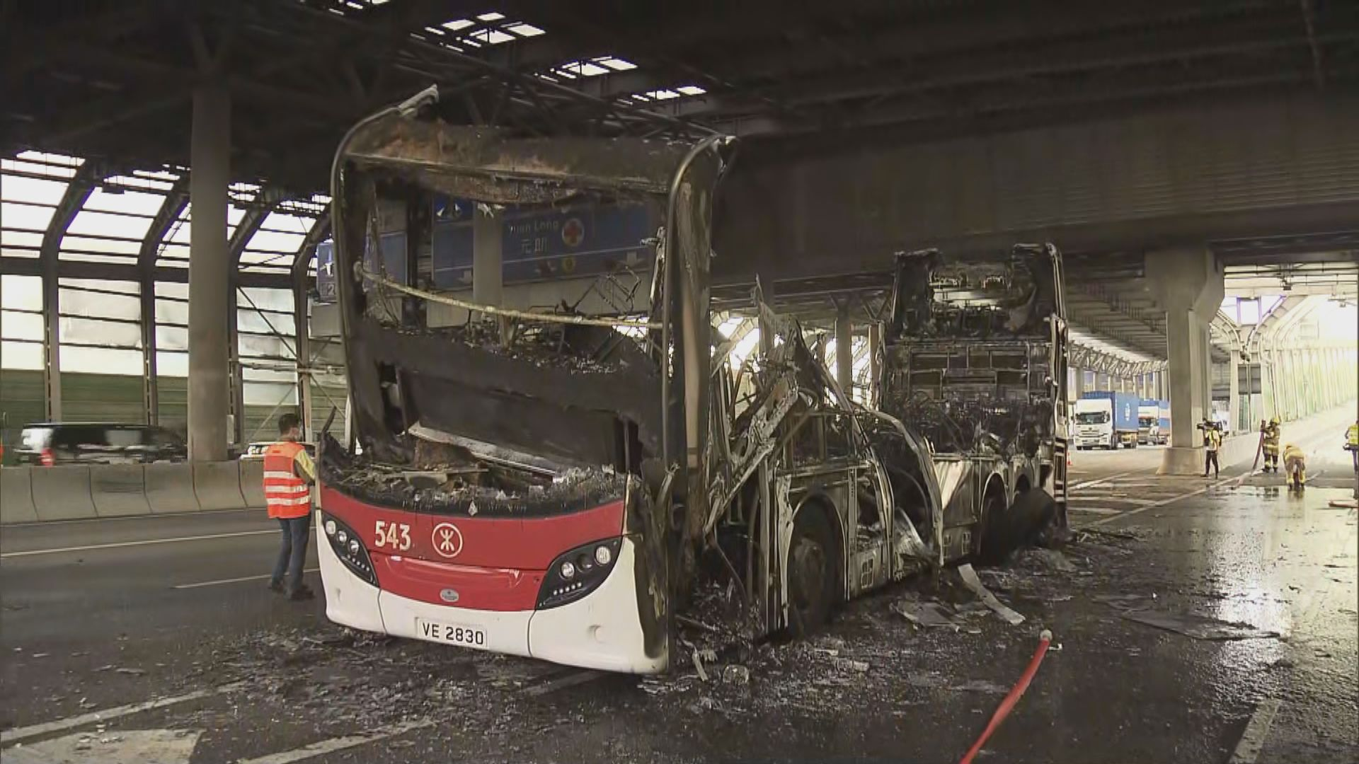 屯門公路無載客港鐵巴士起火司機輕傷
