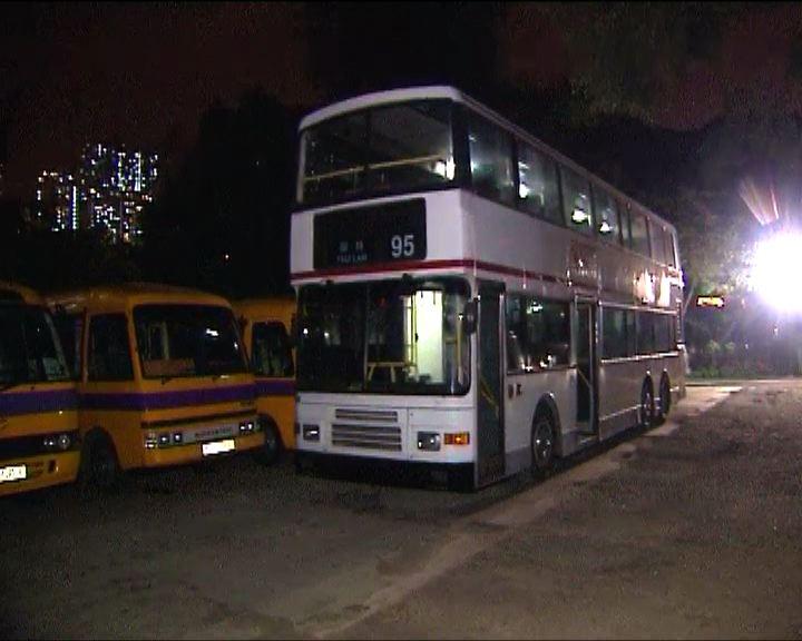 男子涉無牌駕駛巴士被捕