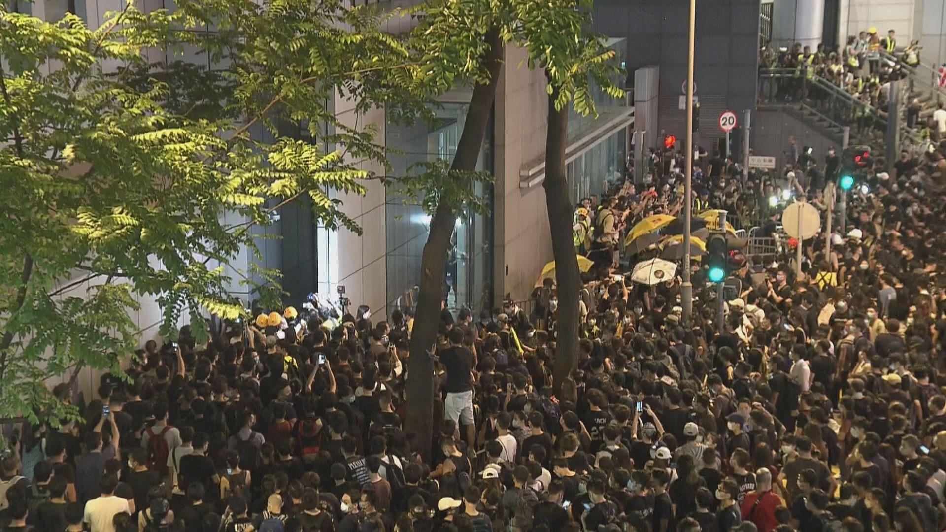 去年626包圍警總案地盤工暴動罪成 還柙至下周五判刑
