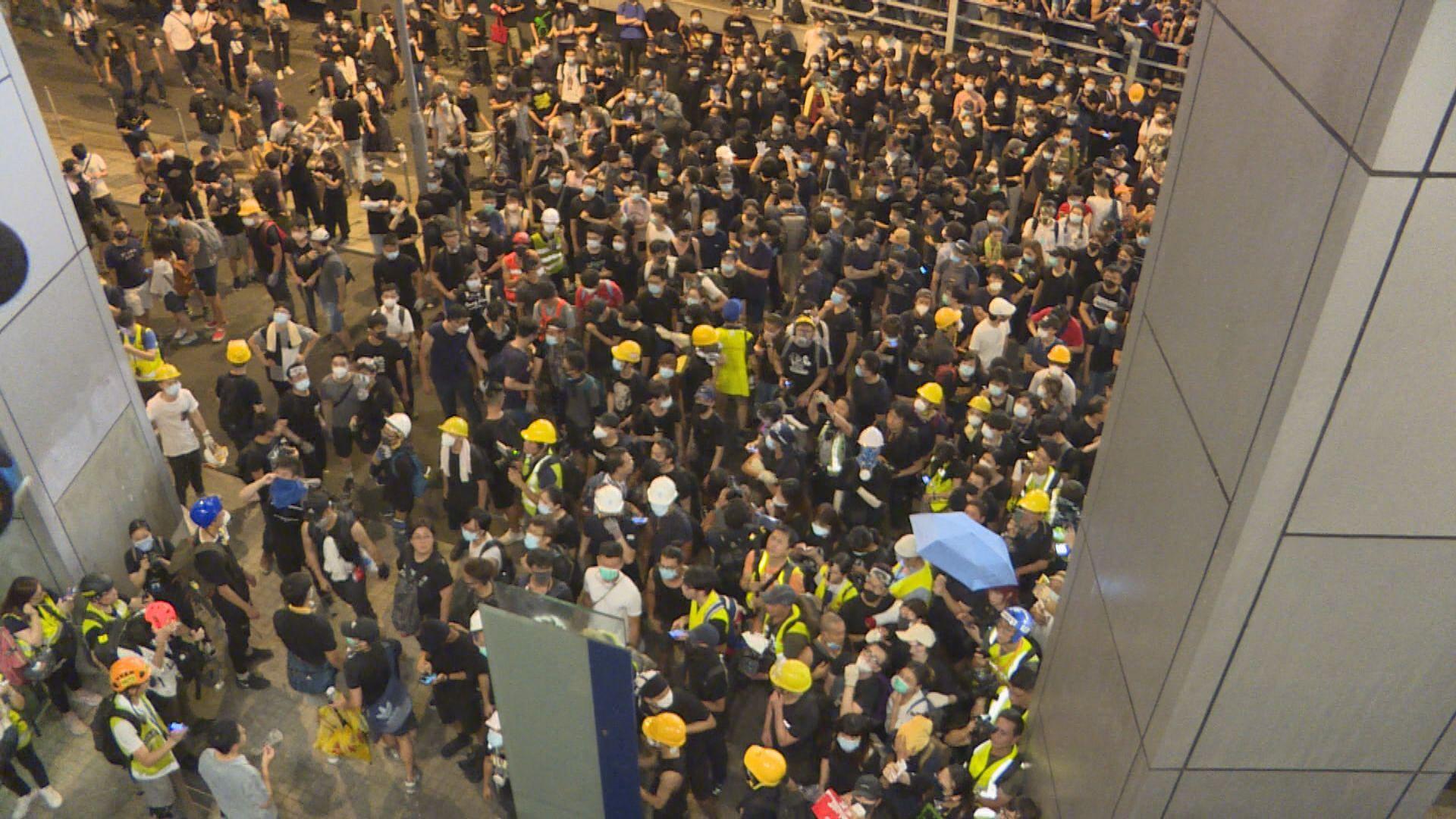 626包圍警總 地盤工暴動普通襲擊等罪成囚4年