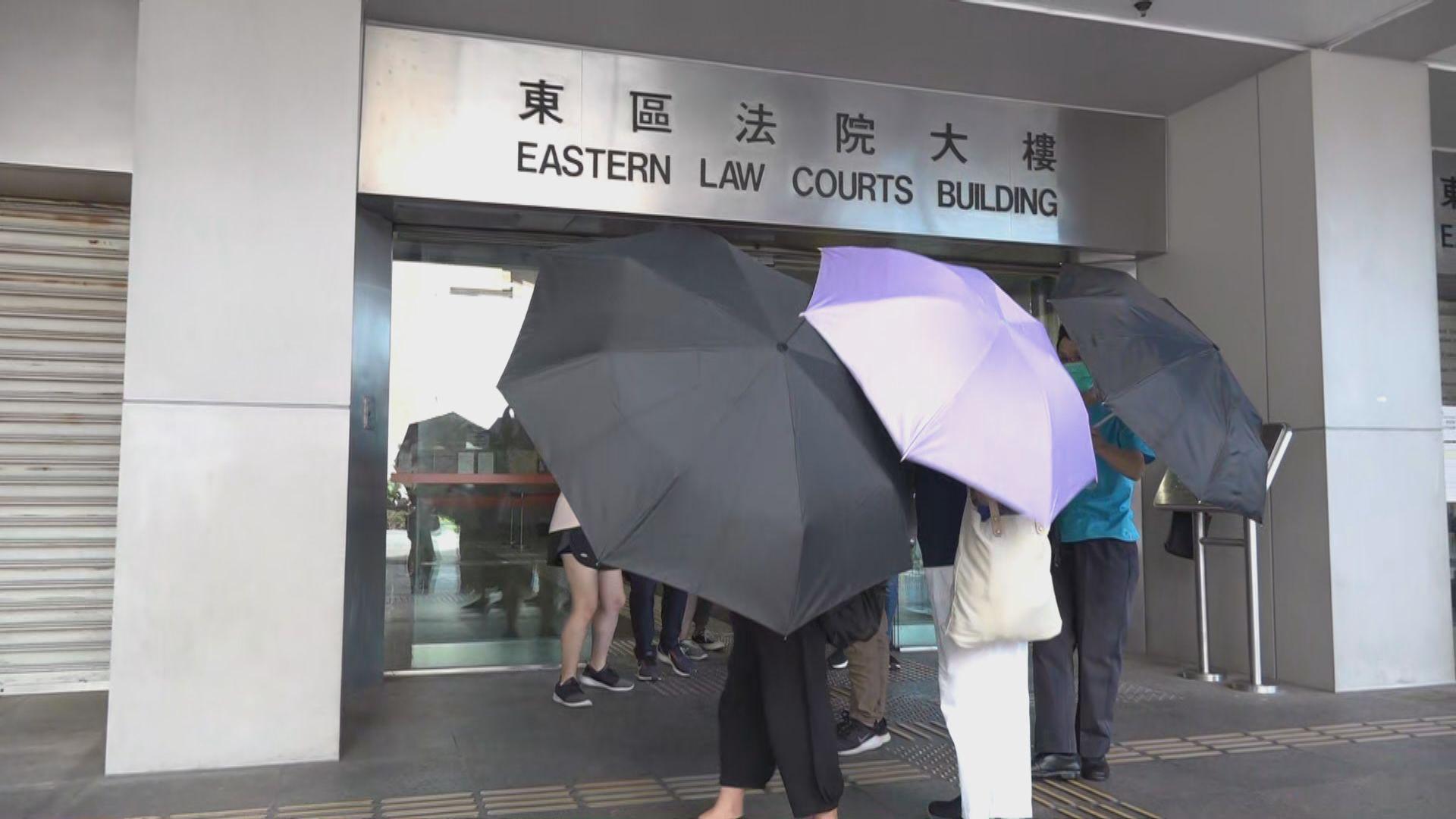 女子七一時代廣場高處涉向警員擲金屬柱 九月再提堂