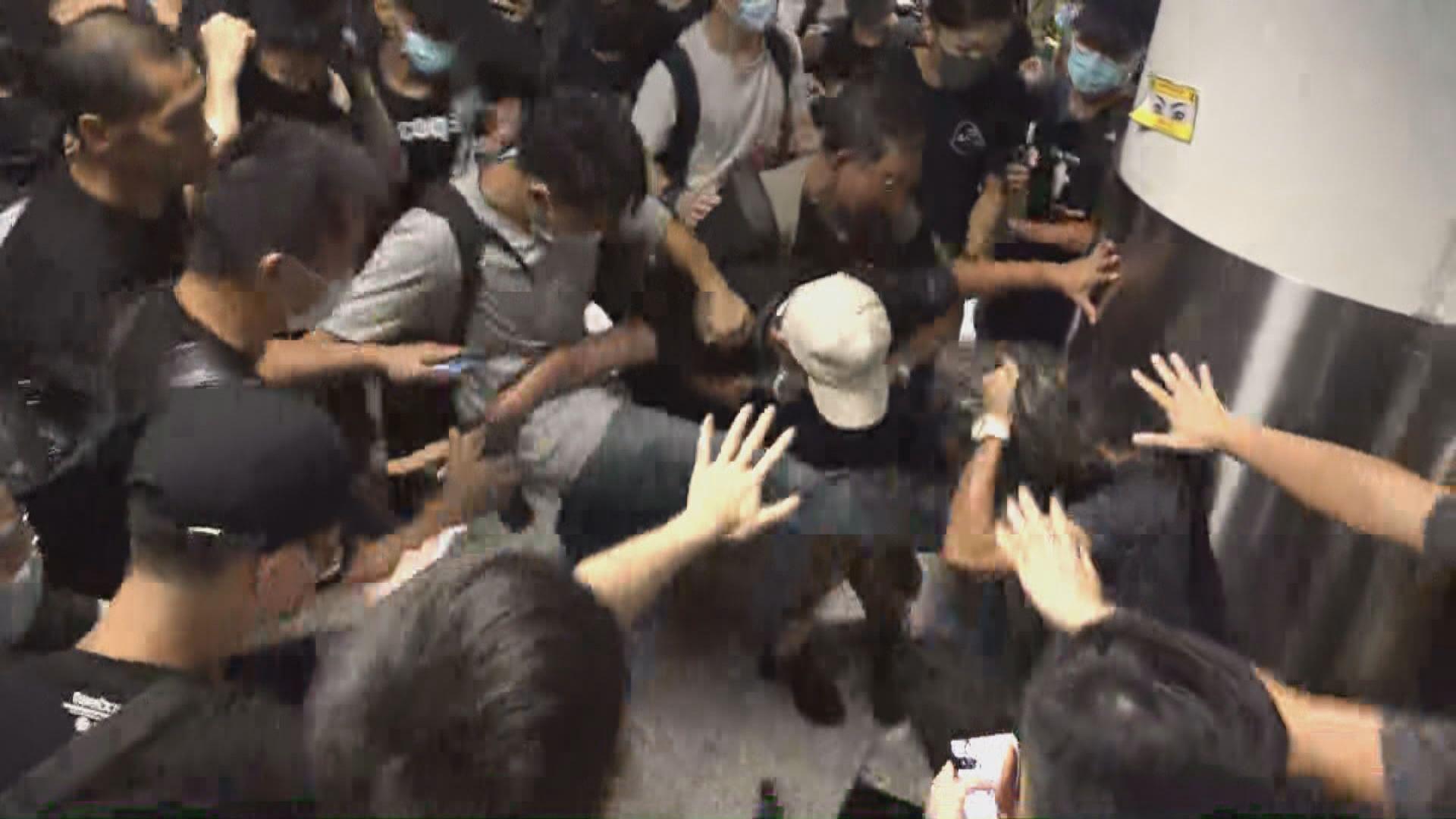 機場衝突再多一名男子被控暴動罪 保釋被拒