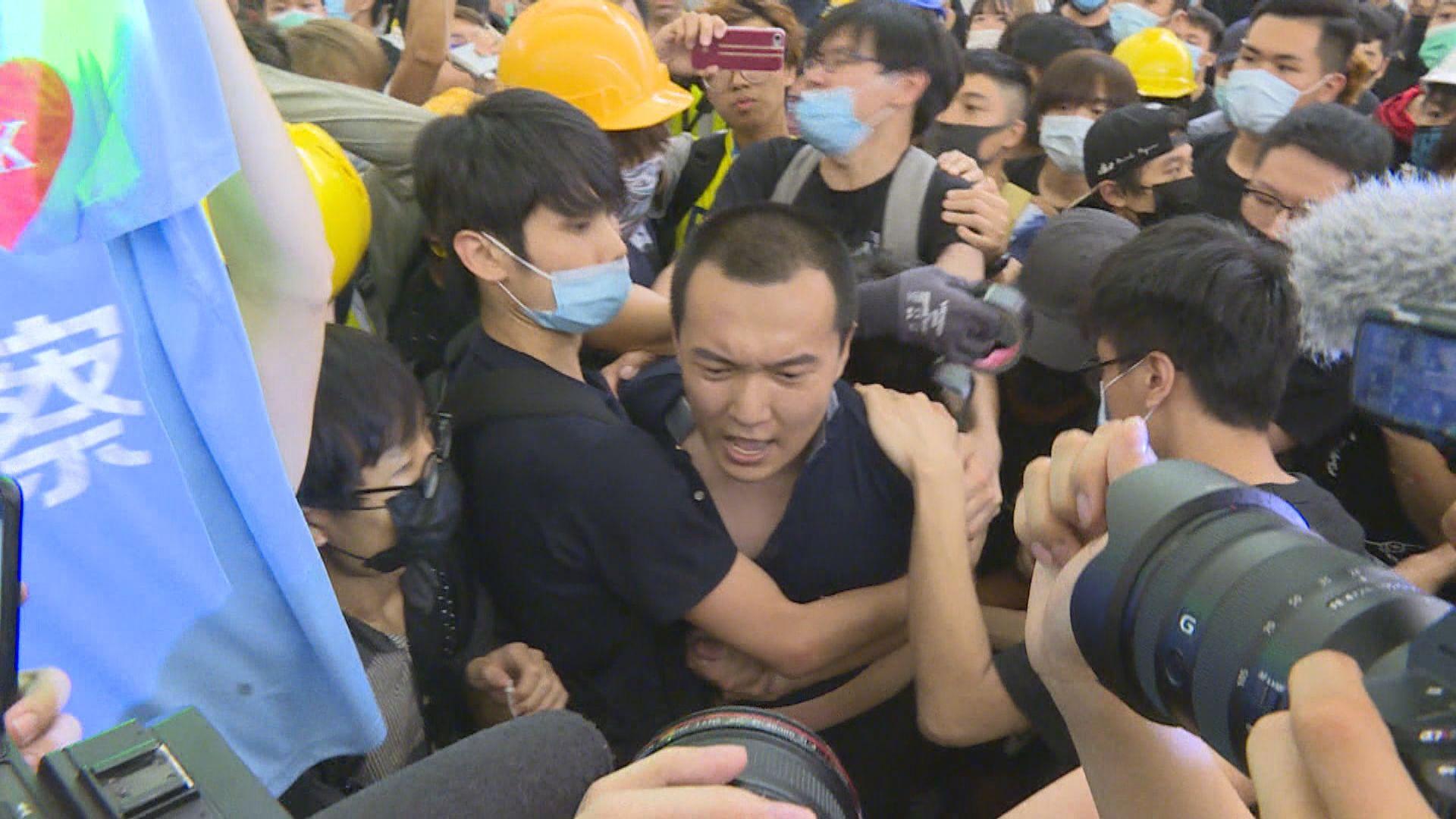 機場暴動禁錮案 付國豪稱事發時被嘲諷假記者
