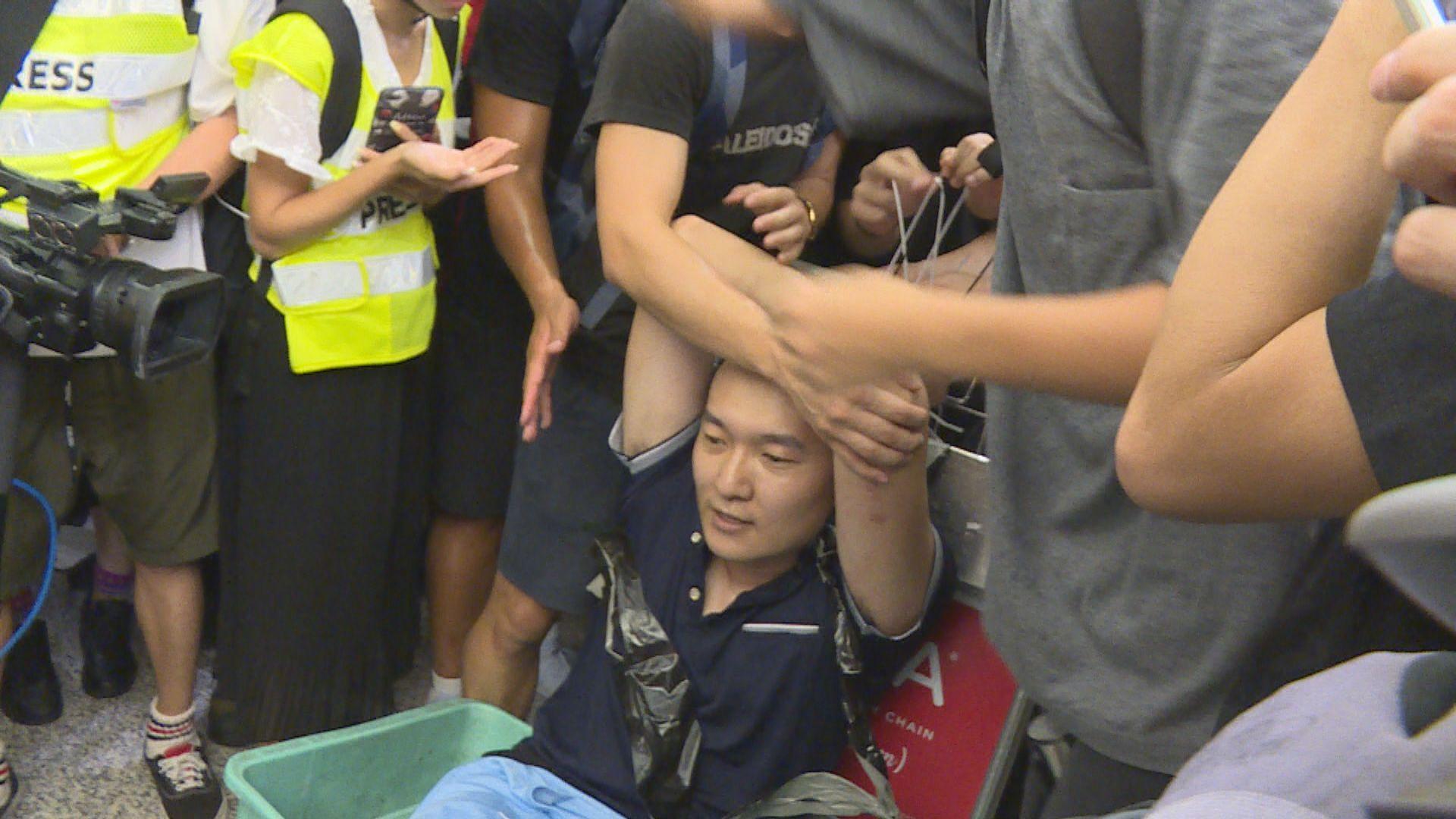 前年機場反修例集會內地男遭包圍 三人暴動及襲擊罪成