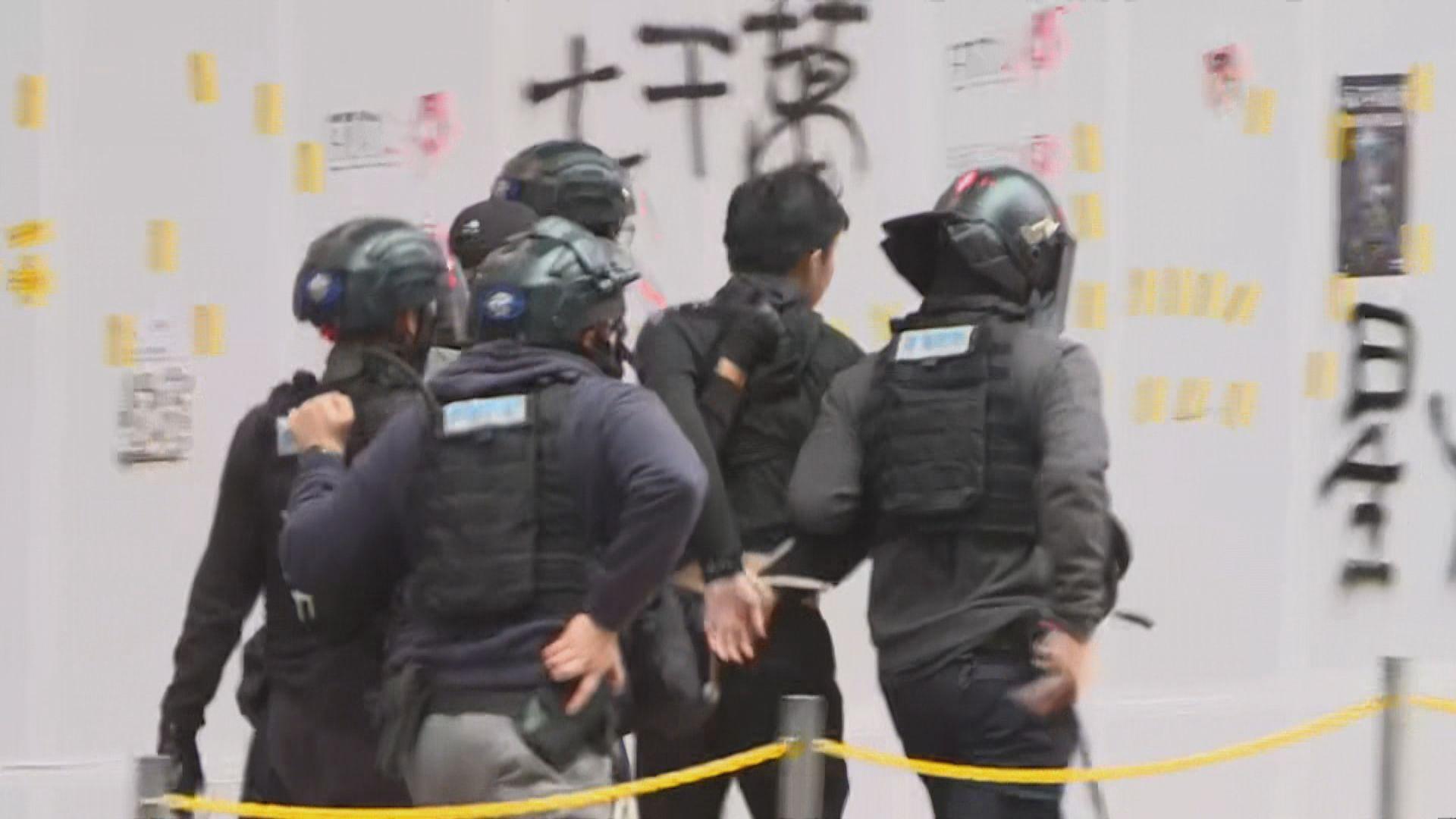 元旦遊行十二人被起訴藏武器及刑毀等罪名