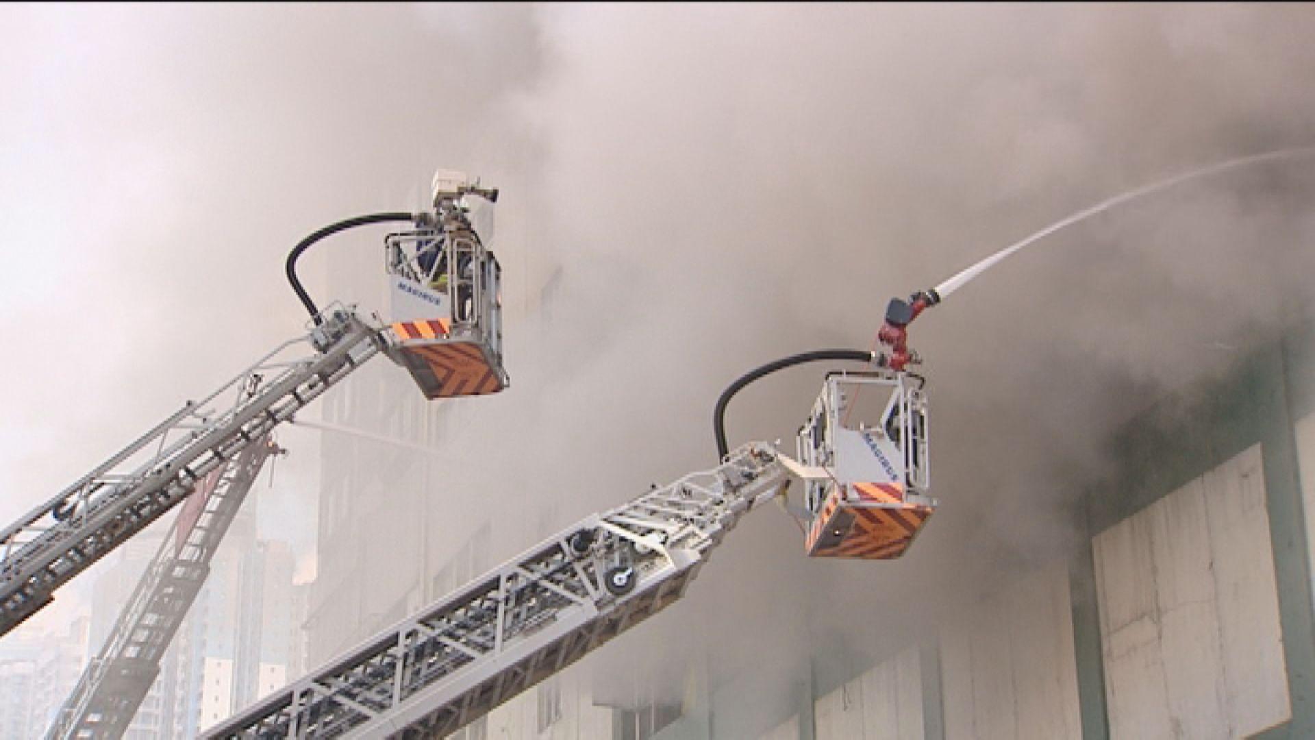 牛頭角迷你倉四級火 高級消防隊長指火場現1.6米高分煙層