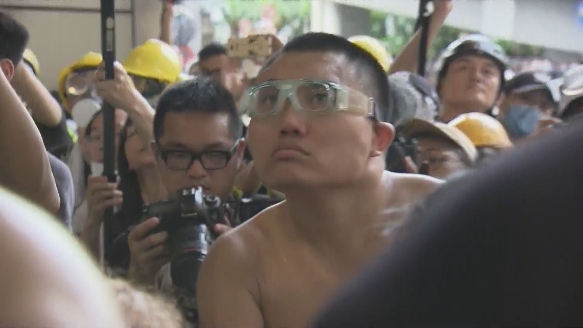 男子涉包圍警總襲警及刑毀 下月再提堂