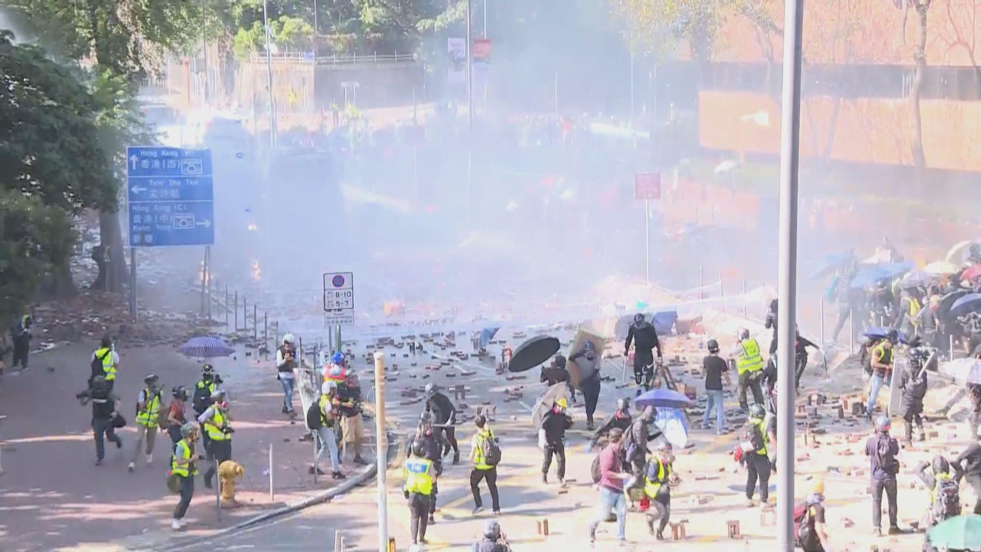去年理大衝突13人被起訴今提堂 兩人被控暴動