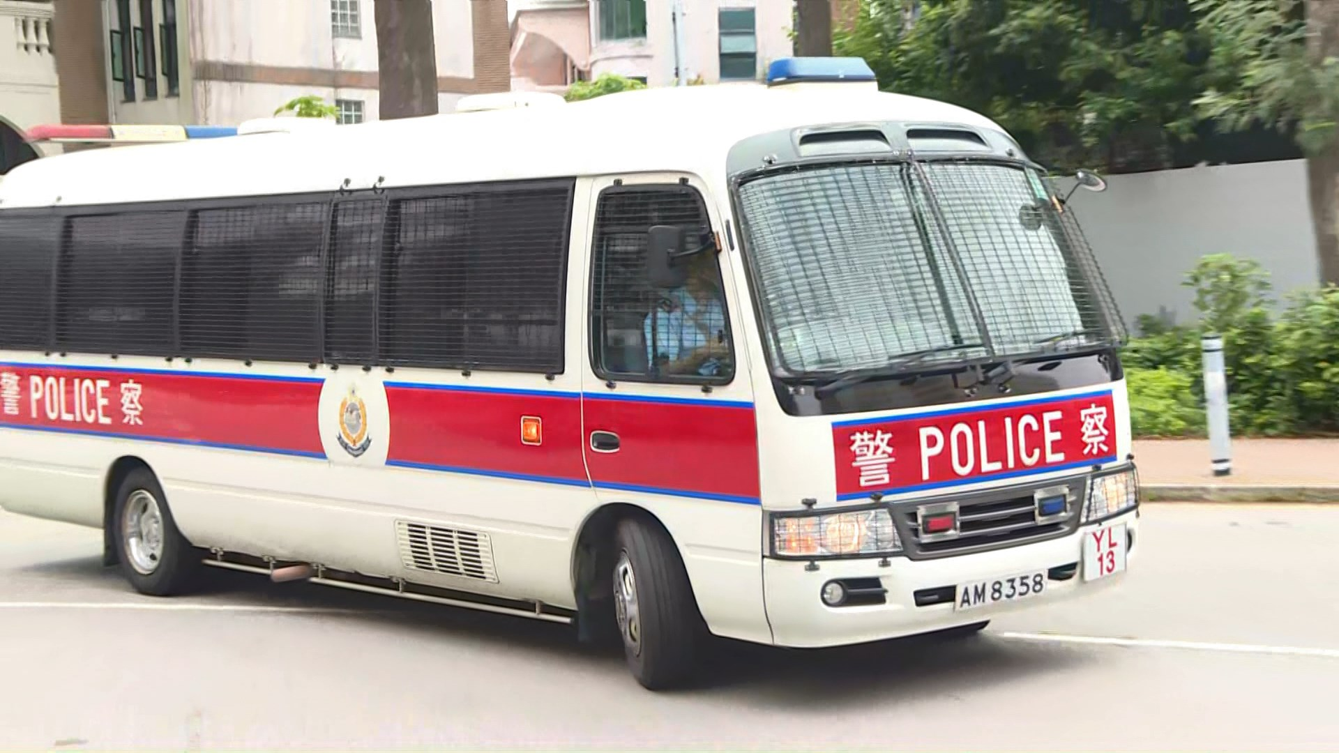 721元朗襲擊兩人控暴動 囚車押送至法院