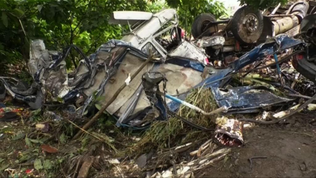 喀麥隆巴士貨車迎頭相撞逾20死
