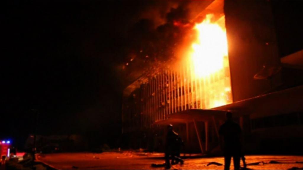 非洲喀麥隆國會大樓失火無人傷