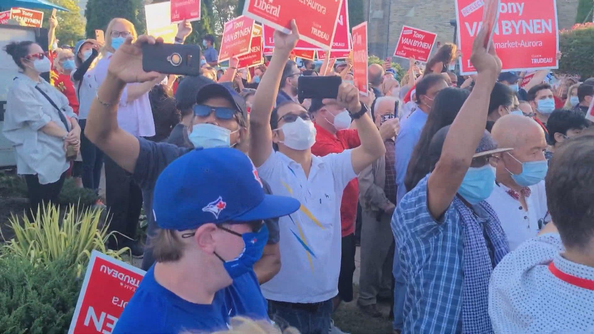 加拿大總理杜魯多遭反疫苗示威者擲石頭