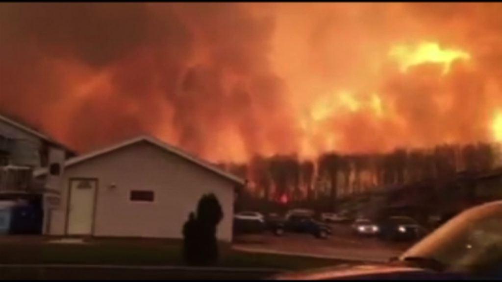 加拿大森林大火疏散近九萬居民
