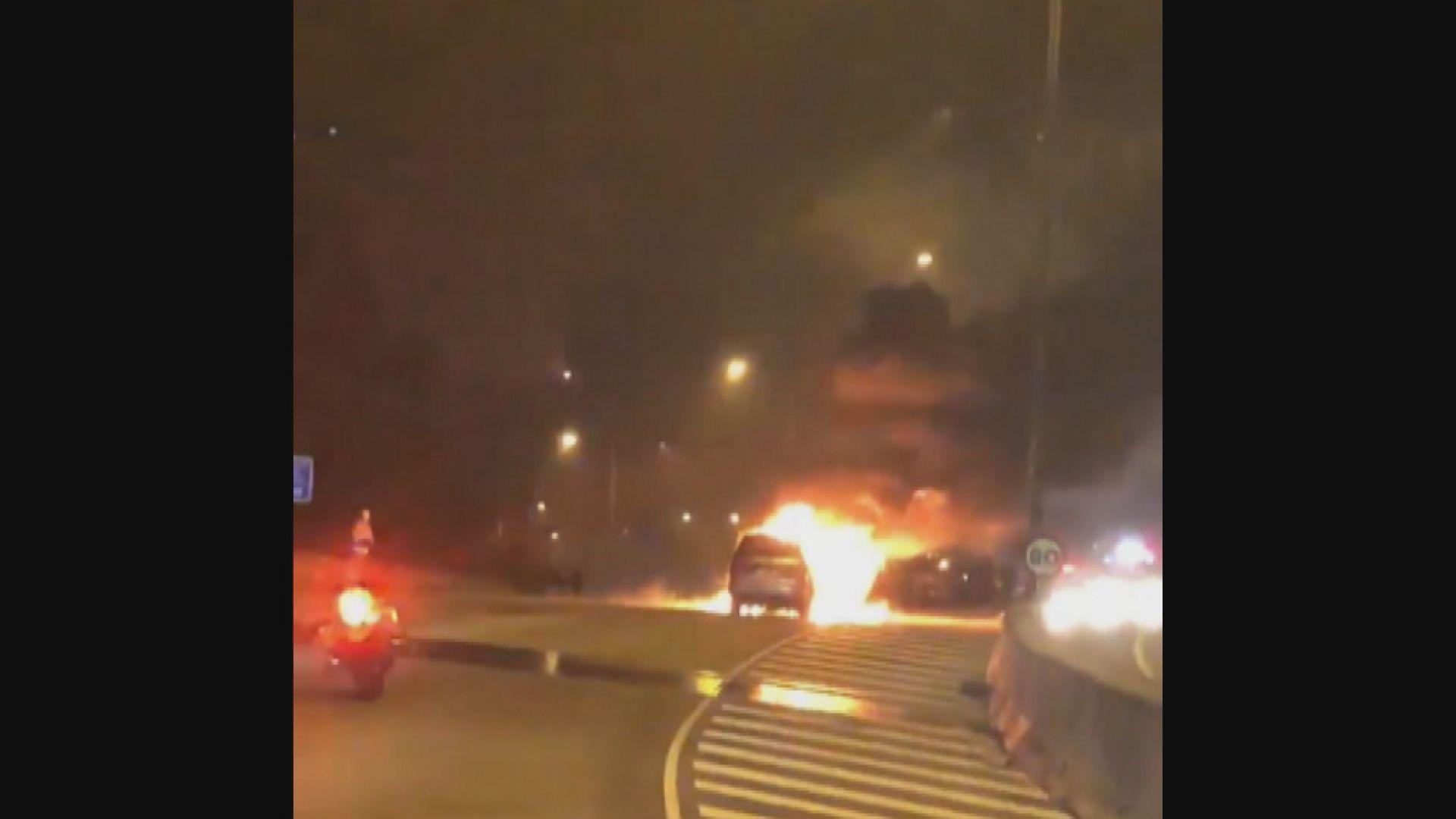 屯門公路十車相撞 其中兩車起火