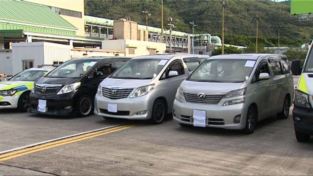 警方打擊白牌車 拘三名司機