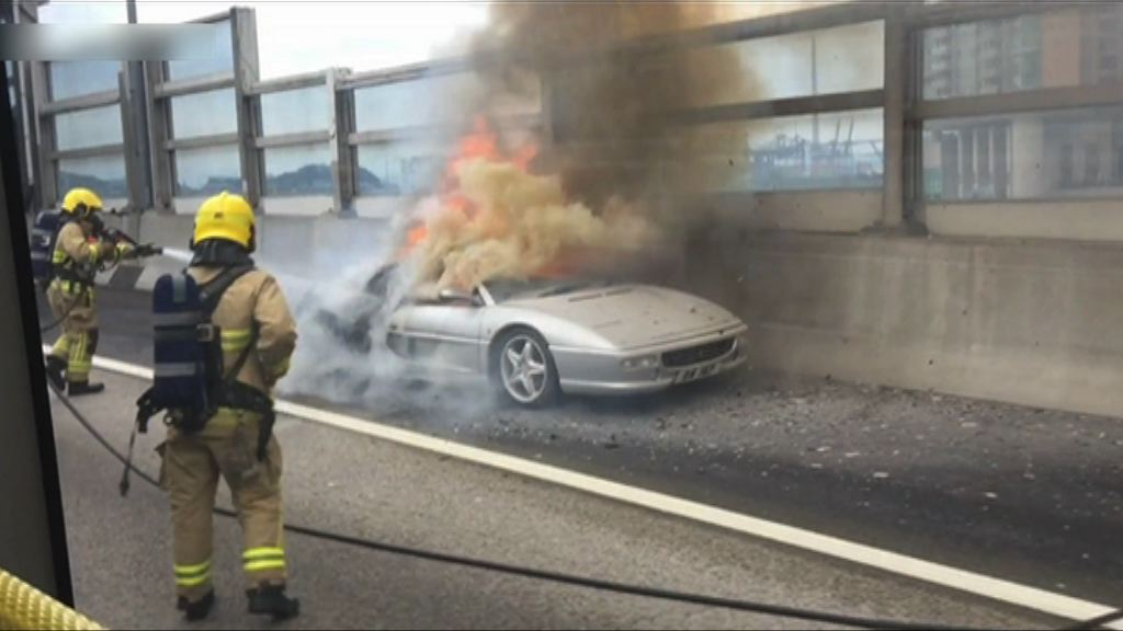 青沙公路法拉利跑車起火無人傷