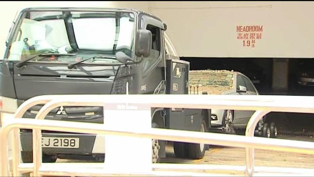 有杏花邨停車場車主召喚拖車拖走損壞車輛