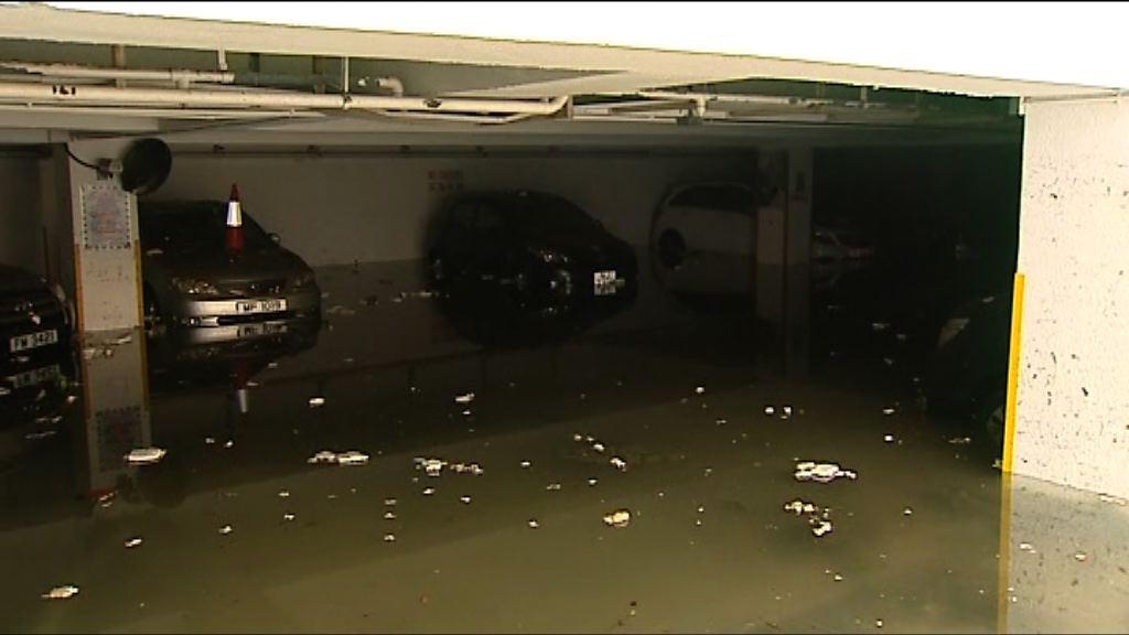 杏花邨停車場水浸仍在清理