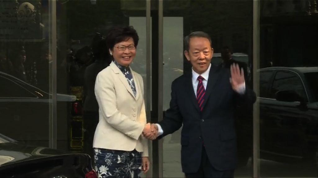 林鄭月娥到訪港澳辦與王光亞會面