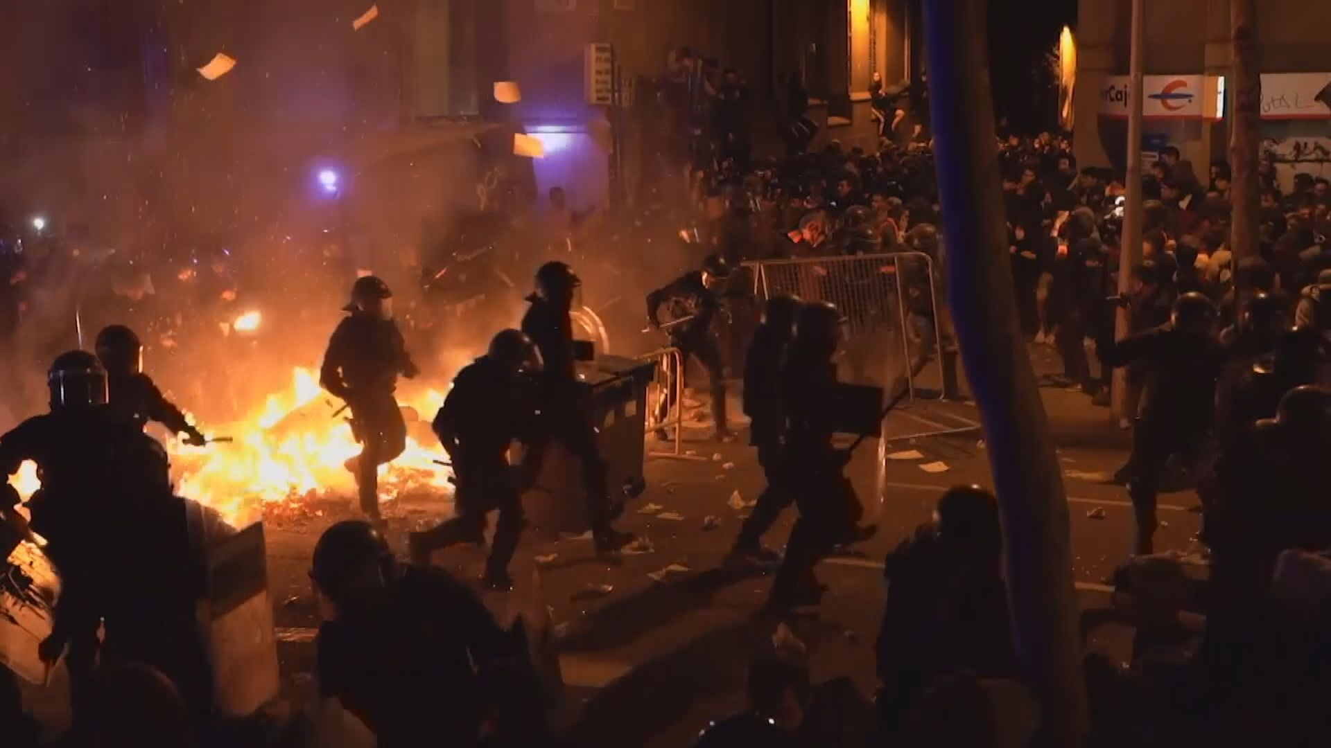 加泰羅尼亞示威持續過千人通宵聚集