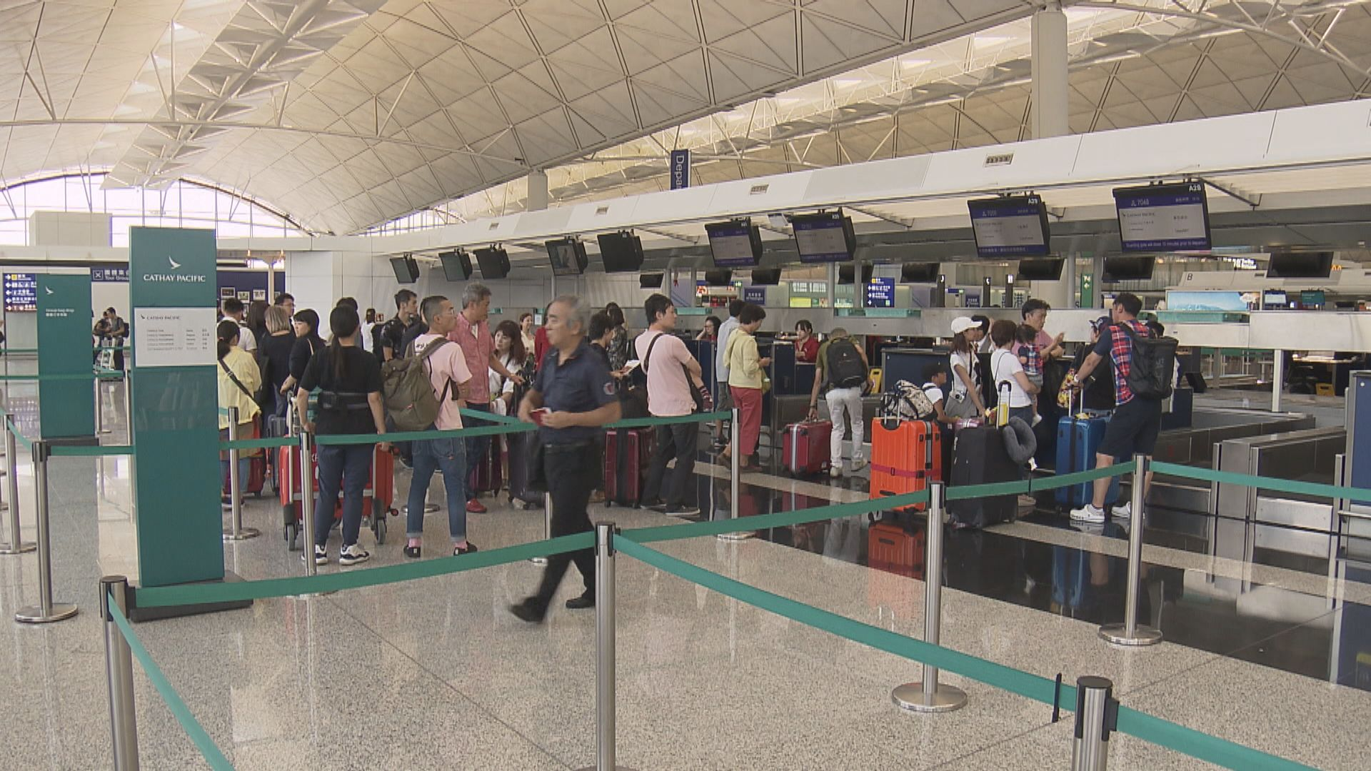 國泰取消逾200進出港航班
