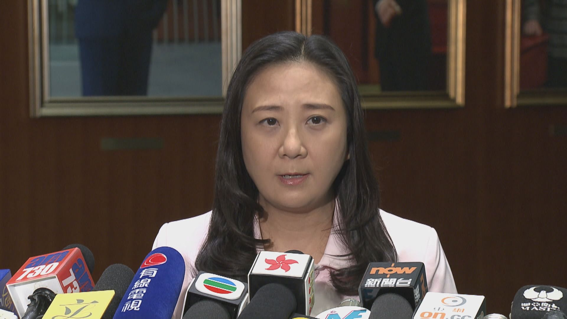 議員批國泰延誤半年公布資料外洩不能接受