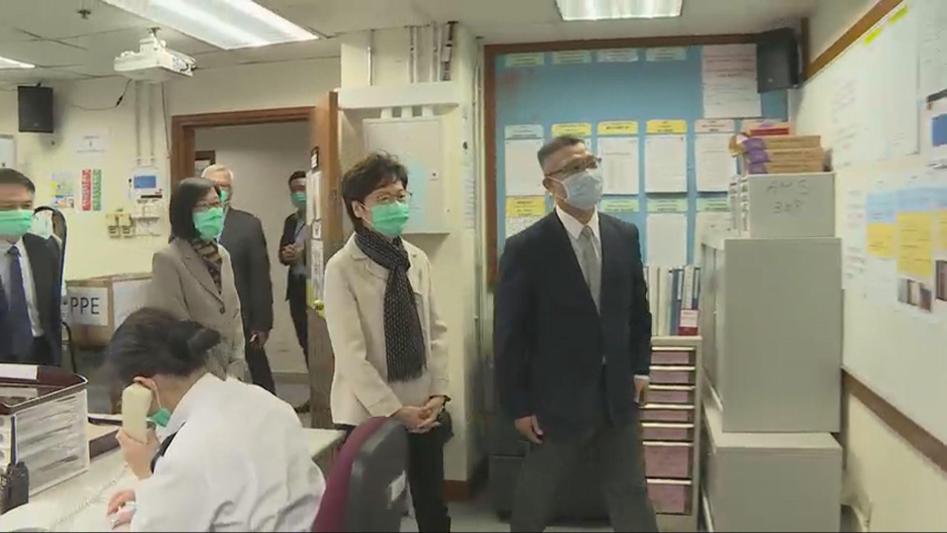 林鄭月娥到訪醫療輔助隊總部了解抗疫工作