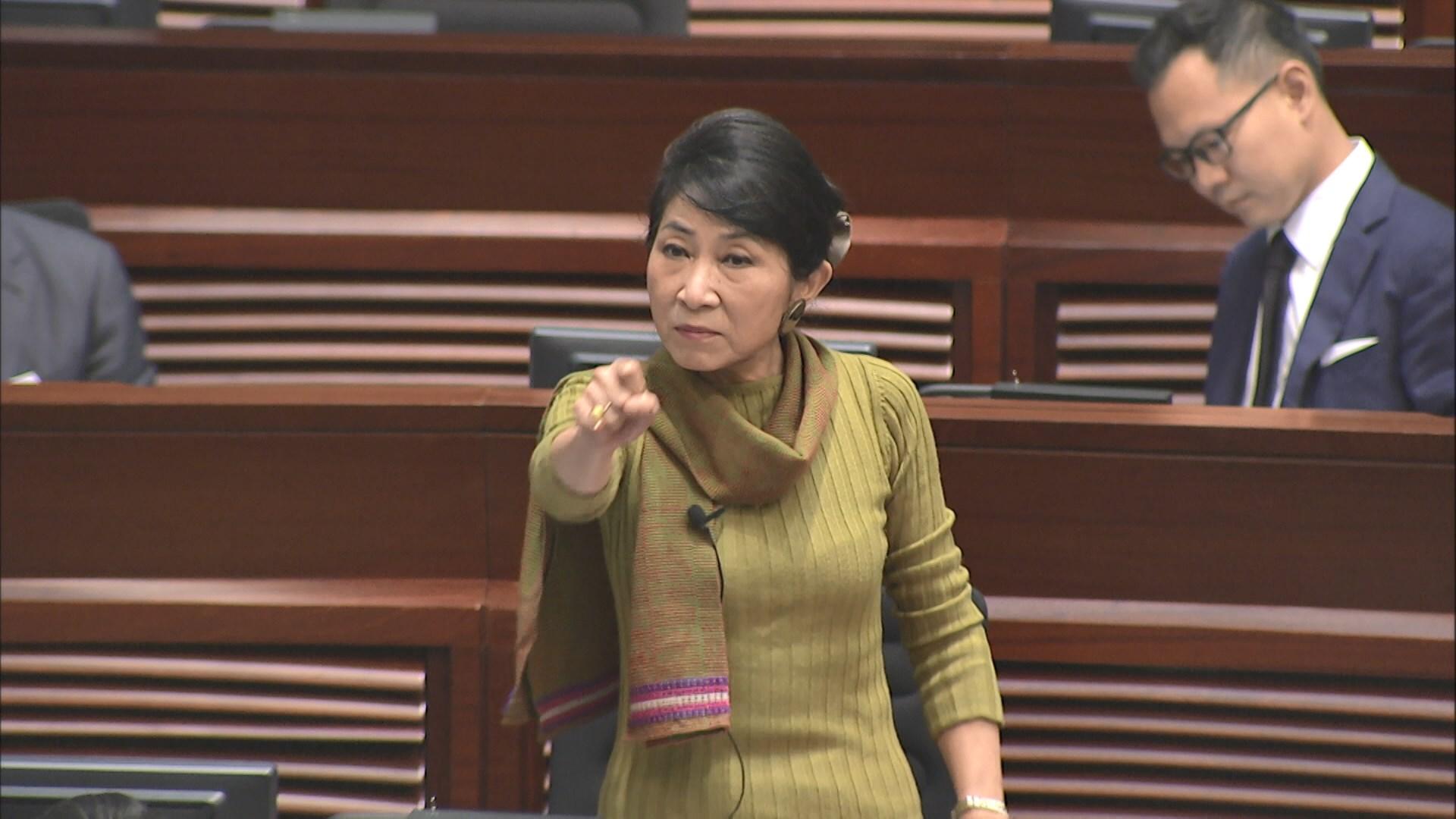 民主派指林鄭講大話 六議員被逐出會議廳