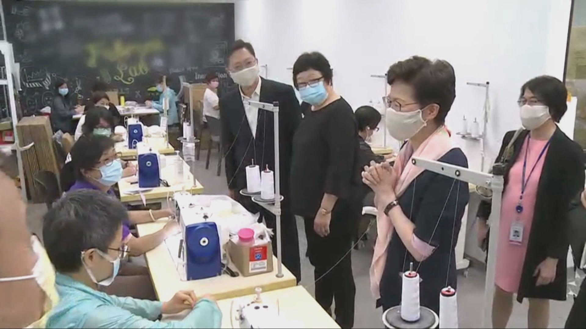 林鄭月娥到荃灣可重用口罩生產點參觀