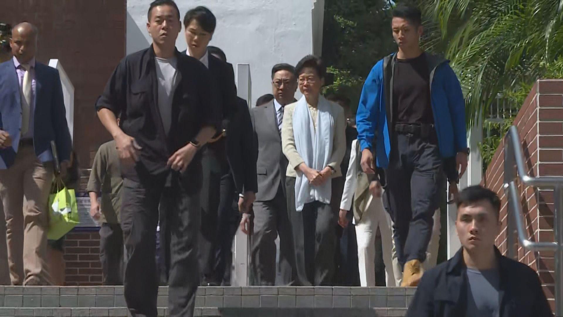 林鄭及盧偉聰到訪清真寺 有穆斯林團體稱接受道歉