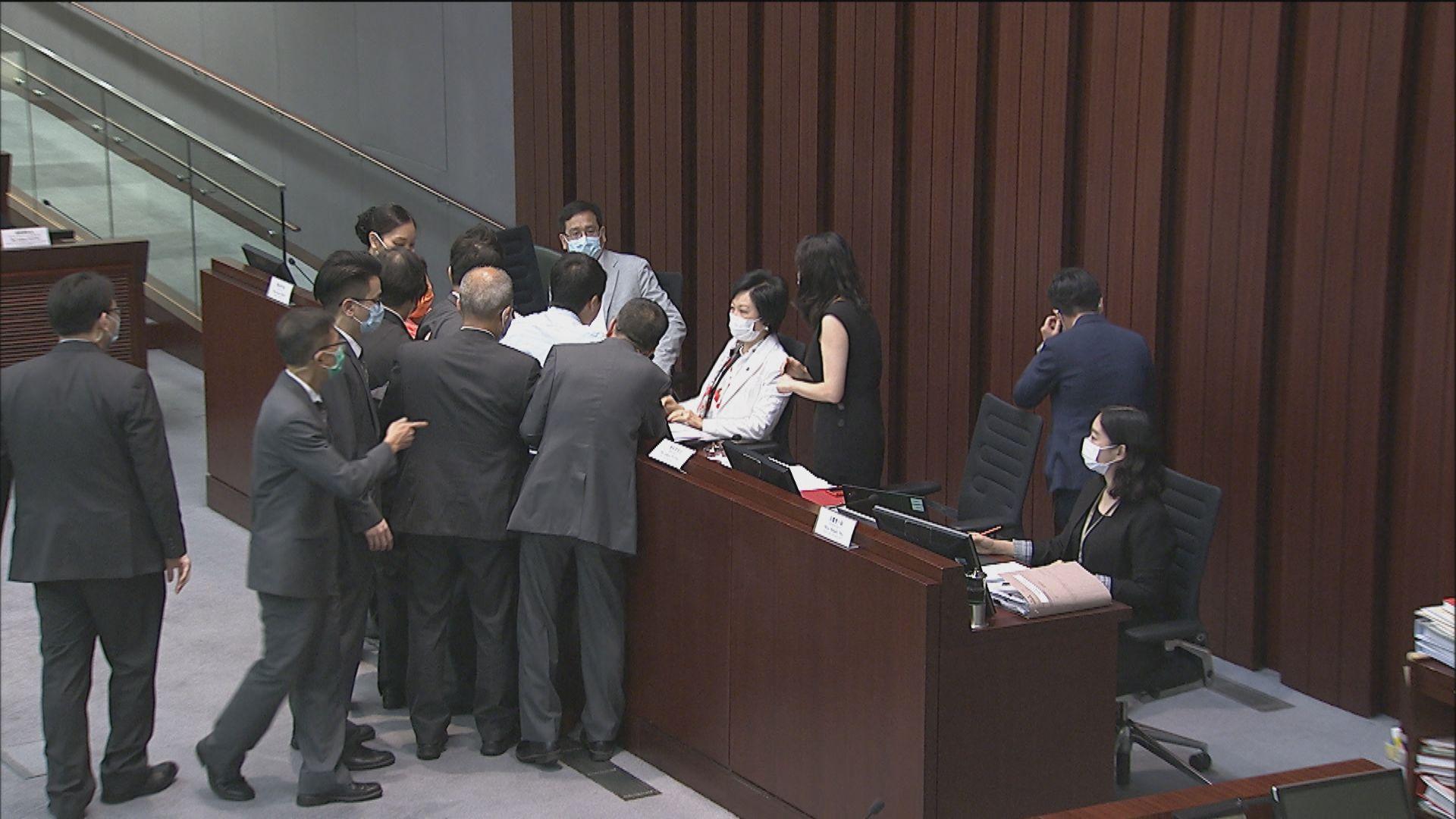 林鄭月娥:教育事務委員會的混亂令人慘不忍睹