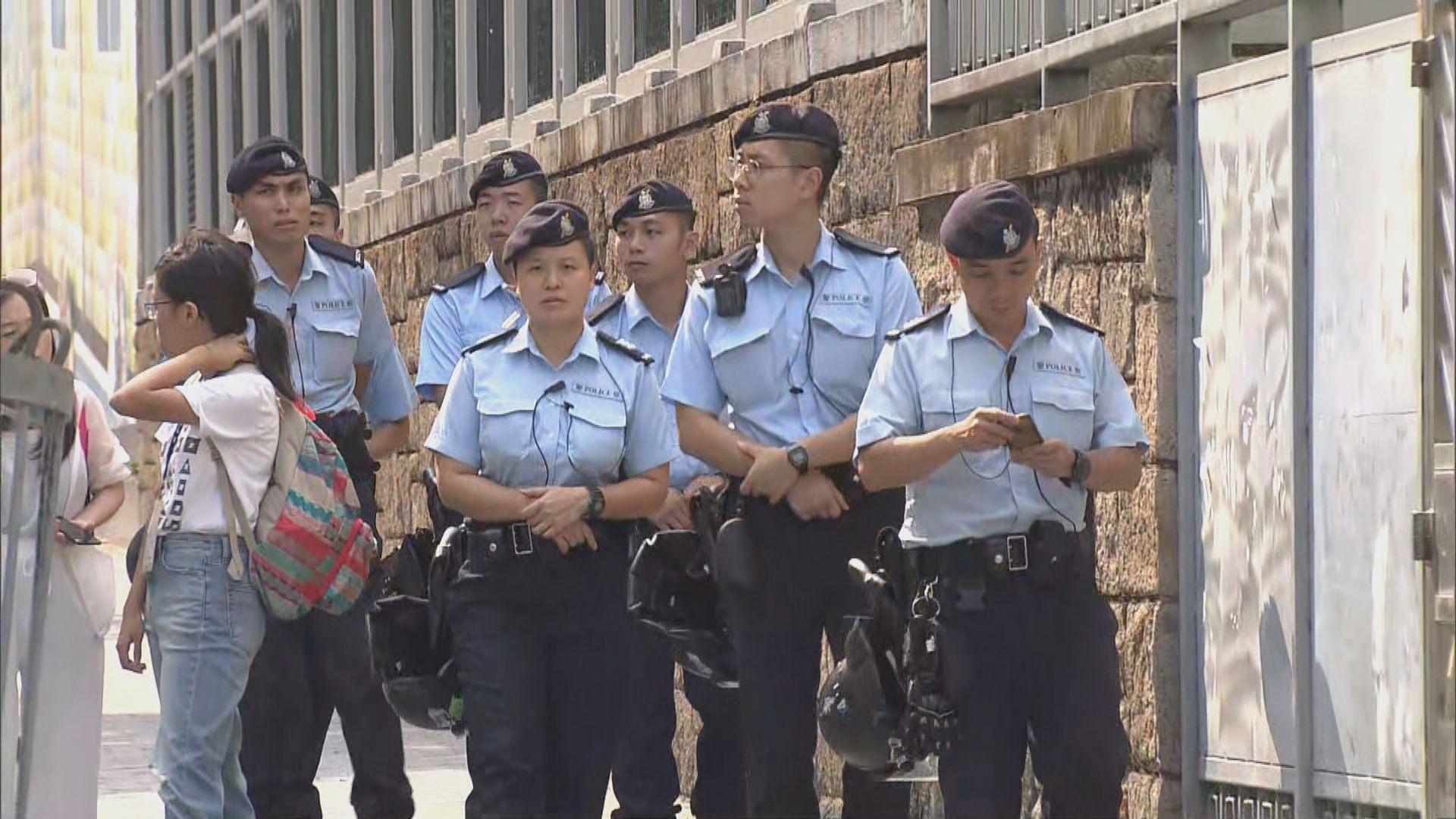 【社區對話前】警方下午在伊館一帶布防 商戶批擾民