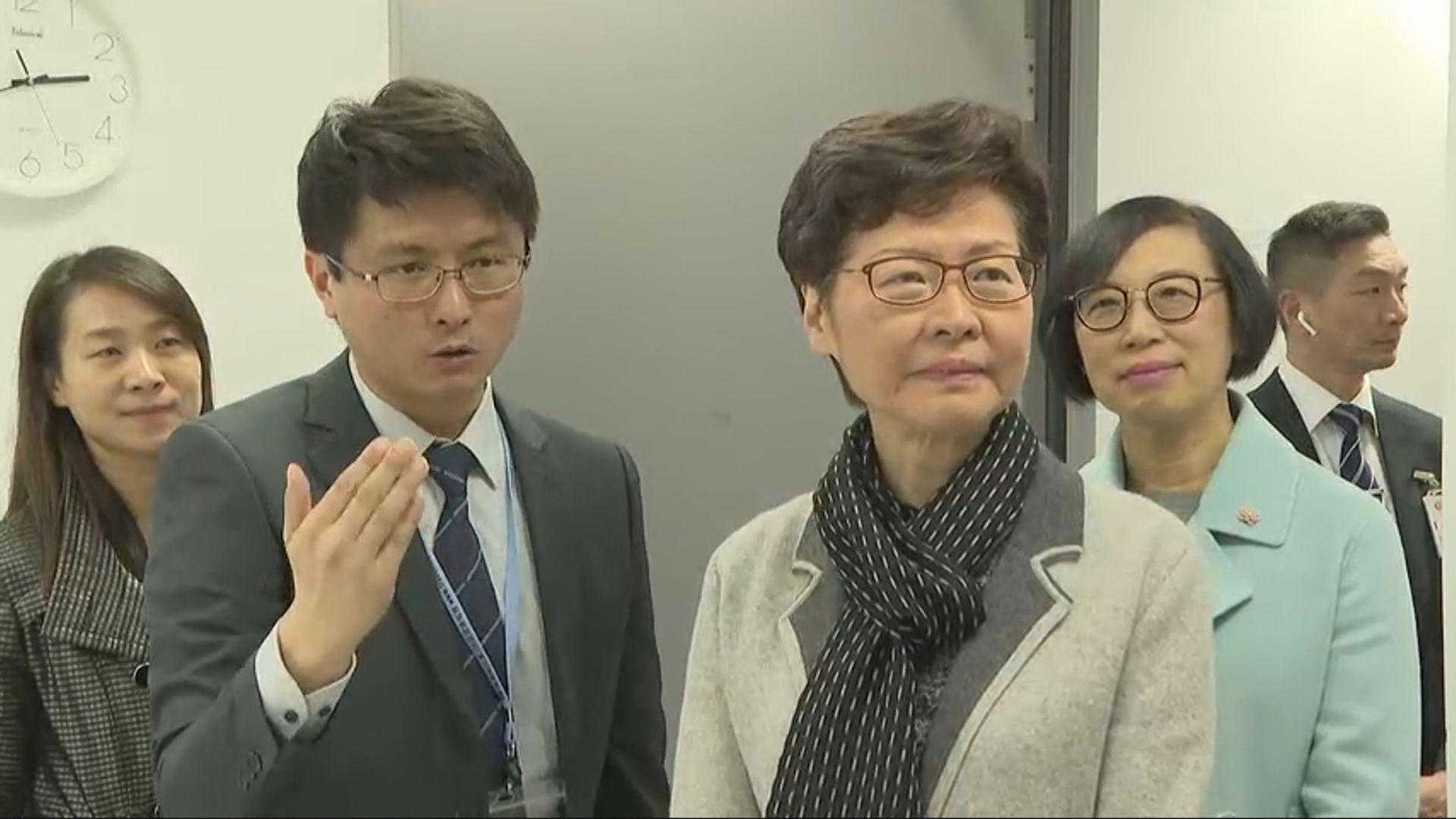 林鄭月娥到高鐵西九龍站視察防控措施