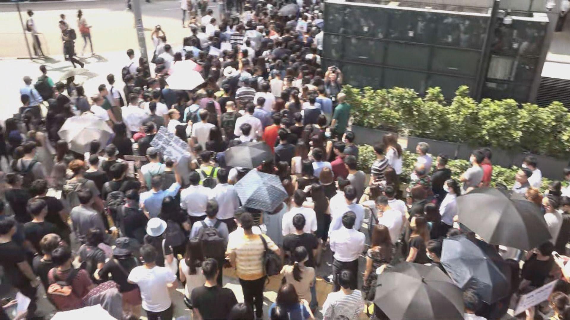 有網民在中環快閃聲援反修例被捕者