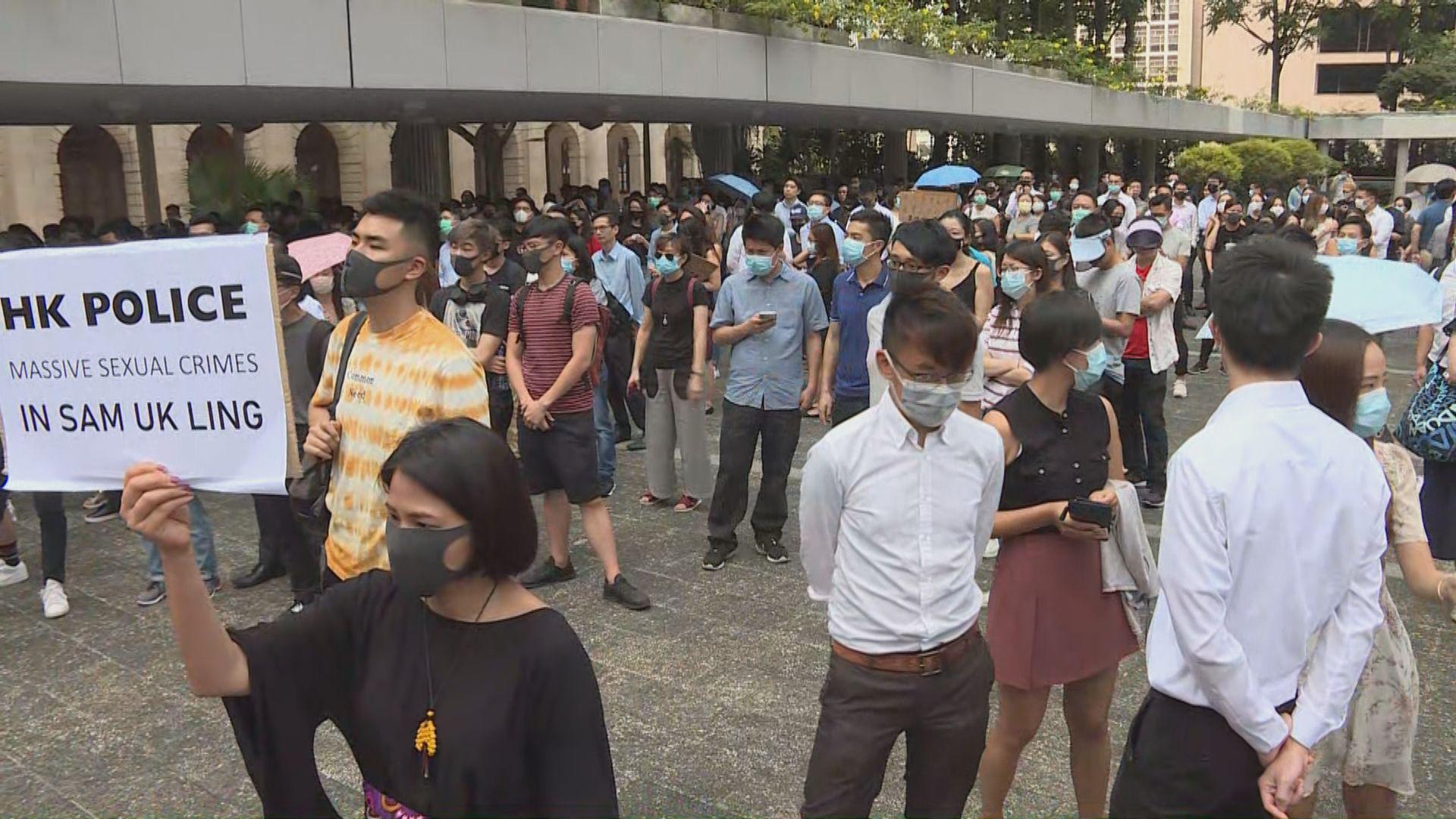 市民出席快閃行動 促警方脫面罩執行職務