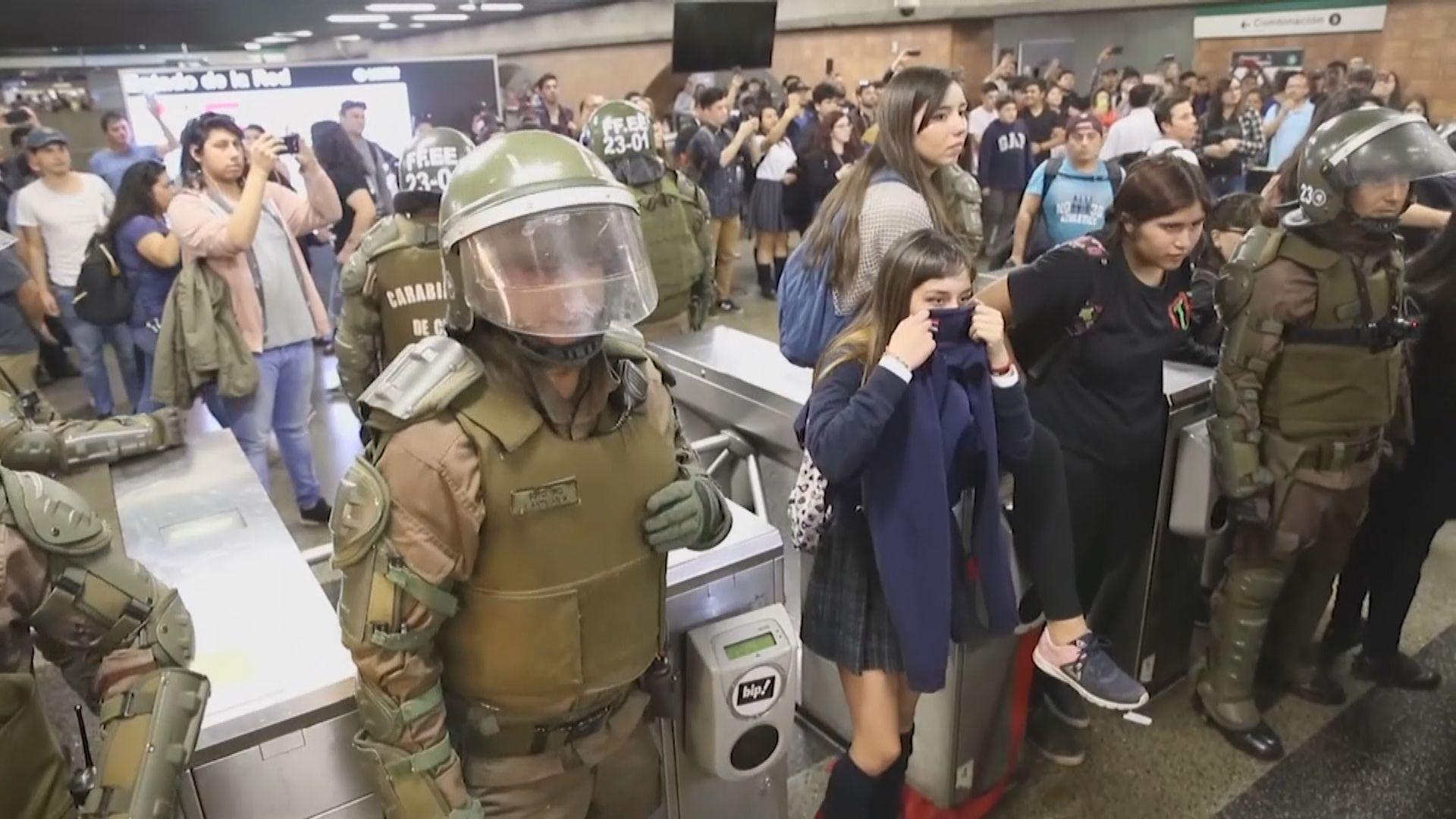 智利車費加價爆發示威 首都進入緊急狀態
