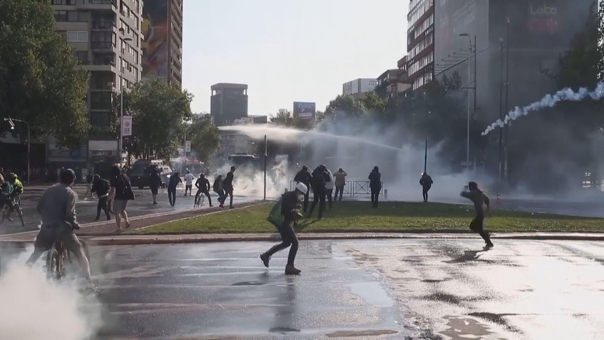 智利政府撤回地鐵加價