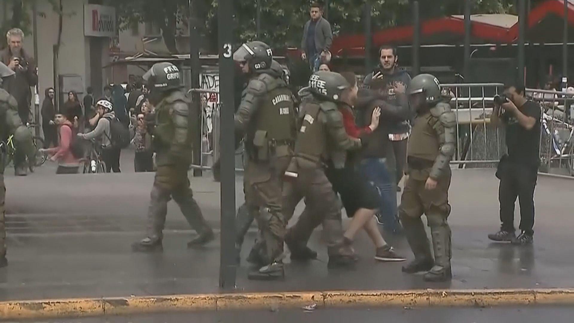 智利檢察官擬調查14名涉濫暴警員