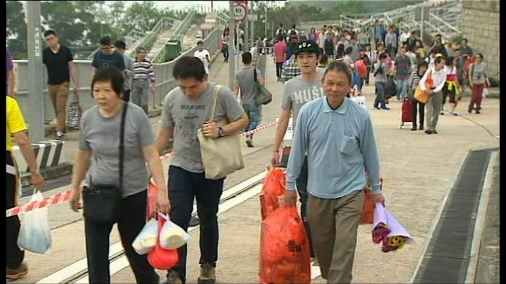 市民:掃墓祭品較往年貴一至兩成