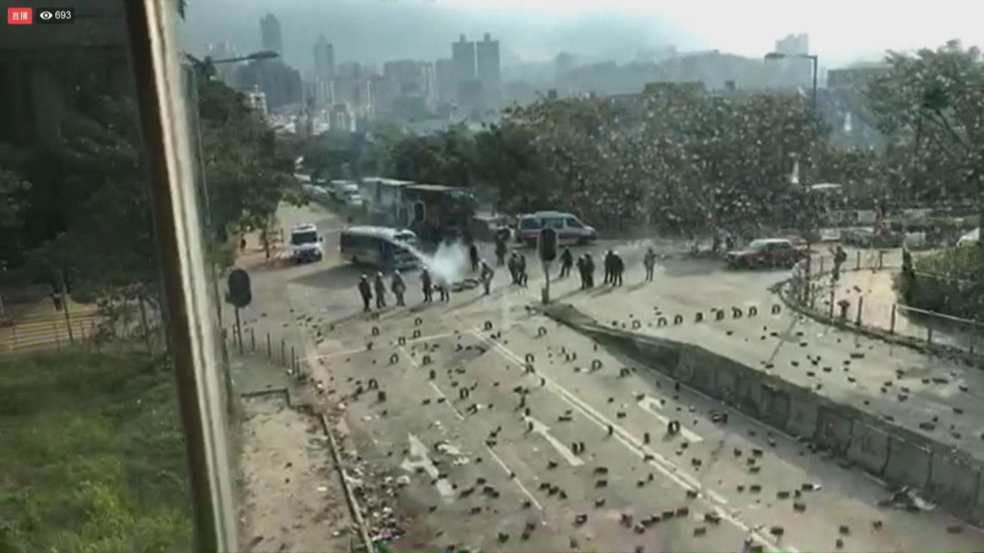 警方曾向城市大學範圍多次施放催淚彈
