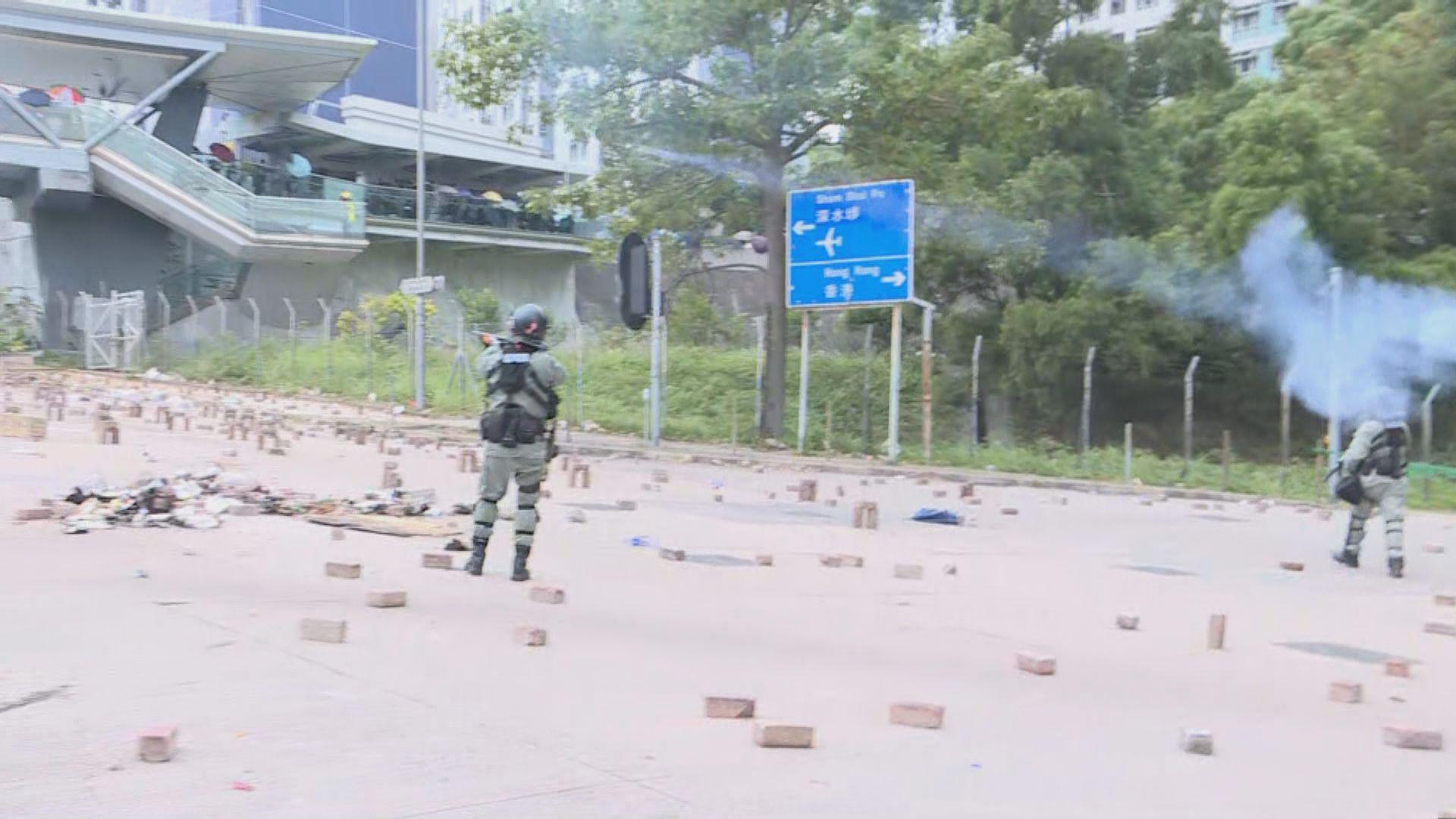 警員曾向城大範圍施放催淚彈驅散示威者