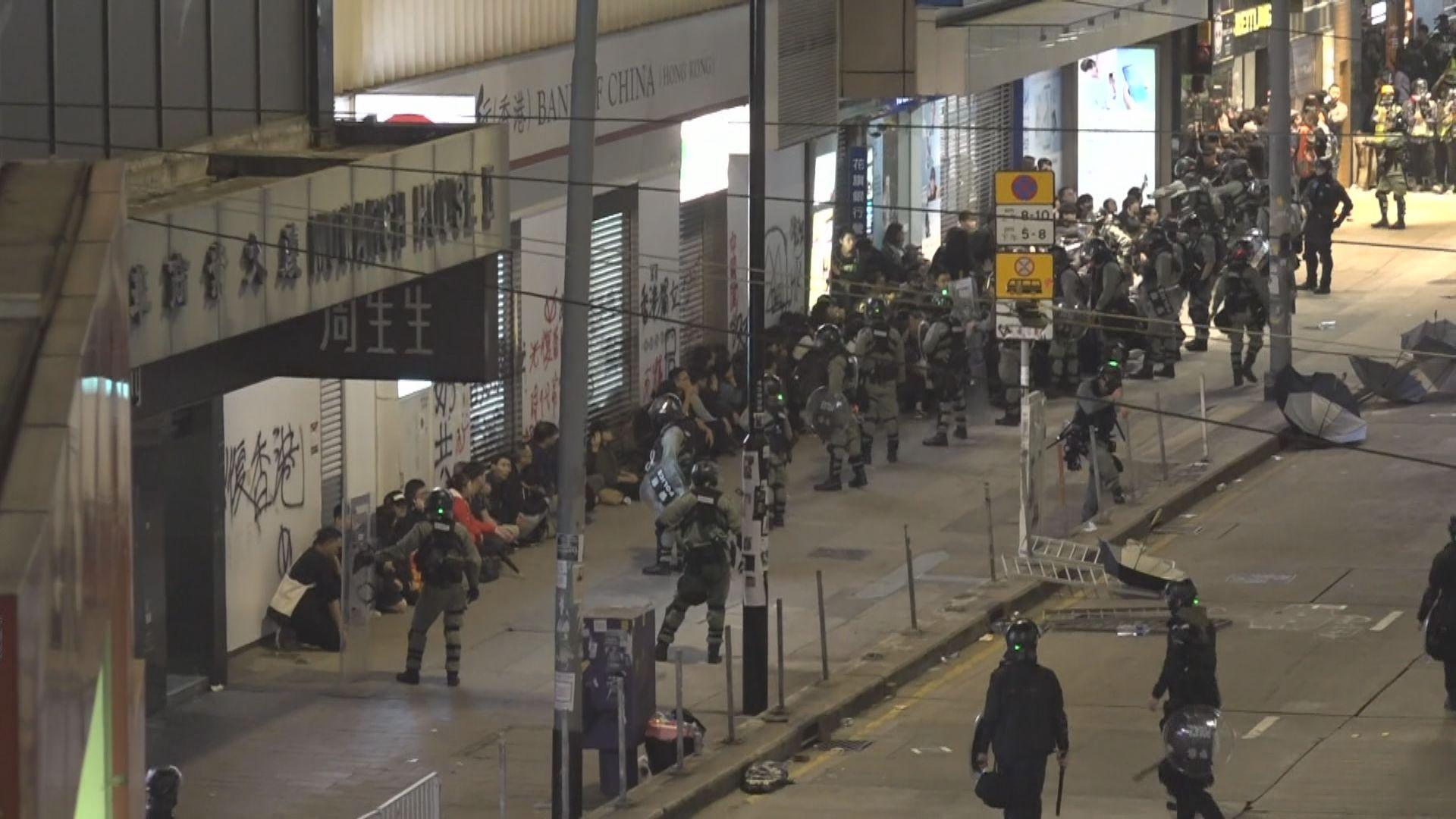 大批示威者縱火破壞商店 消息指銅鑼灣逾四百人被捕